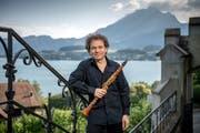 Fabio di Càsola, künstlerischer Leiter von «klang», vor der fantastischen Szenerie auf Schloss Meggenhorn. (Bild: Pius Amrein, 15. Juni 2018)