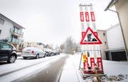 Eine mit Schnee bedeckte Quartierstrasse in Frauenfeld. (Bild: Andrea Stalder)