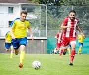 Mit zwei Treffern und einer Torvorlage war Uzwils Kristian Nushi (links) in Hergiswil die grosse Figur. Bild: Claudio Attolini