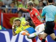 Einer von vielen harten Zweikämpfen zwischen Behrami (rechts) und Neymar (Bild: KEYSTONE/AP/FELIPE DANA)