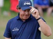 Lächelnd, aber leicht schuldbewusst: Phil Mickelson (Bild: KEYSTONE/AP/JULIO CORTEZ)