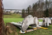 Die beiden Hälften des Lämmlerbrunnens waren unten mit Beton verfüllt, um die Stabilität zu erhöhen. (Bild: Michel Canonica, 1. April 2015)