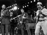 Matt «Guitar» Murphy (r) im Juli 1988 während eines Auftritts von «The Blues Brothers» am Jazzfestival in Montreux (Bild: KEYSTONE/JEAN-GUY PYTHON)