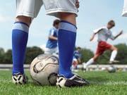 Fussball und andere Sportarten sind oftmals eine letzte Bastion des Rassismus in der Schweiz und anderswo. (Bild: KEYSTONE/MARTIN RUETSCHI)