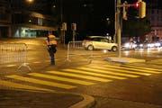 Um Rückstau am ÖV-Knoten Schibenertor zu verhindern, sperrte die Stadtpolizei die Zufahrt vom Blumenbergplatz her. (Bild: Reto Voneschen)