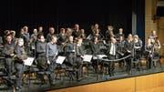 Die Harmoniemusik der Stadt Zug geniesst den Applaus. (Bild: Christian H. Hildebrand (Zug, 16. Juni 2018))
