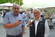 Die Redaktoren Hansjakob Gabathuler (links) und Hans Jakob Reich freuen sich über die Herausgabe des ersten Bandes der «Werdenberger Geschichte|n». (Bild: Katharina Rutz)