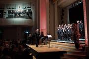 Die Liebesmelodien der Zuger Singlüüt unter Leitung von Thomas Huwyler ertönten im Casino Zug auch von der Empore. (Bild: Maria Schmid, 15. Juni 2018)