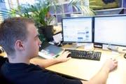 IT-Berufe wie beispielsweise Informatiker sind bei Jugendlichen besonders beliebt. (Symbolbild: Donato Caspari)