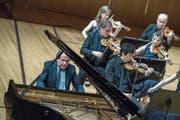 Der österreichische Pianist Rudolf Buchbinder glänzt im KKL mit den Festival Strings. (Bild: Pius Amrein, 17. Juni 2018)