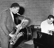 John Coltrane (links) mit Duke Ellington, aufgenommen in Zürich am 16. Juli 1967. (Bild: KEY)