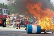 Das Löschen eines Brandes war eine von mehreren Demonstrationen der Stützpunktfeuerwehr Muri+. (Bild: Maria Schmid (16. Juni 2018))