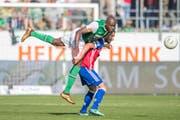 Yrondu Musavu-King (links) gegen Basels Samuele Campo. (Bild: Urs Bucher)