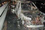 Das ausgebrannte Fahrzeug. (Bild: Luzerner Polizei)