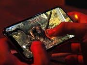 Online-Spielsucht wird offiziell als Krankheit anerkannt. (Bild: KEYSTONE/EPA/MIKE NELSON)