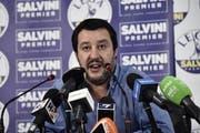 Der neue Innenminister und Vize-Premier Matteo Salvini lobte die Zerschlagung der kriminellen Organisation. Bild: Flavio Lo Scalzo / EPA