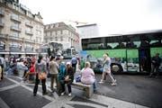 Der Luzerner Schwanenplatz ist ein Hotspot für Car-Touristen. Doch wie lange noch?Darüber entscheidet die Stadtluzerner Politik.Archivbild Manuela Jans