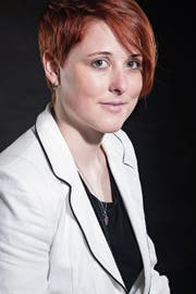 Nina Egli aus Schattdorf alias Carmen Capiti hat mit «Maschinenschmerz» bereits ihren vierten Roman veröffentlicht. (Bild: PD)