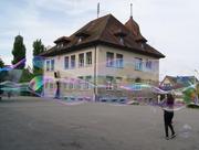 Das alte Schulhaus Oberwil. Bild: Screen shot Stadtschulen Zug