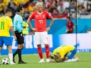 Brachte Brasiliens Superstar Neymar mit seinem Einsatz zur Verzweiflung: der Schweizer Valon Behrami (Bild: KEYSTONE/LAURENT GILLIERON)