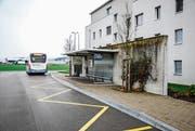 Die Busse von Wil Mobil verkehren auch in Zukunft über die Haltestelle Bahnhof Süd. (Bild: Roman Scherrer)