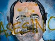 Bild von Staatschef Daniel Ortega in den Strassen Managuas, mit der Aufschrift «Mörder». Die Kirche hat Vermittlungsgespräche abgebrochen. Ortega habe sich nicht an Zusagen für eine internationale Untersuchung des gewaltsamen Todes von 180 Demonstranten gehalten. (Bild: KEYSTONE/AP/ESTEBAN FELIX)