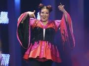 Mit ihrem Sieg beim Eurovision Song Contest hat Netta den Wettbewerb für 2019 nach Israel geholt. Ob die Show auch dort stattfindet, ist neuerdings fraglich: Die Regierung will Änderungen am Sender vornehmen, welche Israels Ausschluss aus der European Broadcast Union EBU zur Folge hätten. (Bild: Keystone/AP/ARMANDO FRANCA)