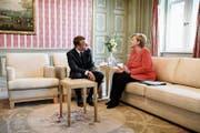 Emmanuel Macron mit Angela Merkel in Schloss Meseberg. (Bild: Michele Tantussi/Getty (19. Juni 2018)