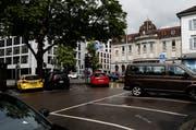 Die Parkplätze auf dem unteren Postplatz beim Regierungsgebäude sollen erhalten bleiben. Bild: Stefan Kaiser (Zug, 11. Juni 2018)