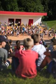 Die Choreografien der Schulhaus-Vorführungen fürs Kinderfest werden am Dienstag ein letztes Mal geprobt. (Bild: Sabrina Stübi)