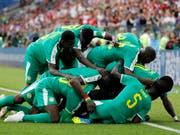 Senegals Spieler bejubeln ihr 2:0 (Bild: Keystone/EPA/YURI KOCHETKOV)