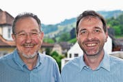 Rheumatologe Bruno Müller (links) mit seinem Nachfolger Reinhard Lehner. (Bild: PD)
