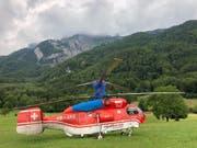 Der Helikopter zog Schaulustige an. (Bild: Andrea Müntener-Zehnder)