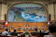 Blick in den Nationalratssaal: Dort agierten zu viele Parlamentarier als Interessenvertreter, kritisiert SVP-Nationalrat Peter Keller. (Bild: KEYSTONE/Lukas Lehmann (Bern, 28. Mai 2018))