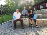 Vor dem Lagerhaus: Die ausscheidenden Verwaltungsräte Sepp Speck und Silvan Koller (vorne, von links) mit dem neuen Mitglied Roland Niederer (hinten links) und Präsident Frank Federer. (Bild: PD)