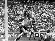 Dreht nach dem 3:0 gegen Paraguay an der WM 1986 jubelnd ab: Gary Lineker (Bild: KEYSTONE/AP/BOB DEAR)