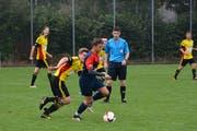 Die A-Junioren von Rheineck-Staad (in Rot-Blau, hier bei einem Vorbereitungsspiel gegen Altstätten) spielen in der zweitletzten Runde gegen Teufen um die Pole-Position im Aufstiegsrennen. (Bild: Archiv/ys)