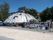 Sicht auf das Autonome Jugendzentrum AJZ, den sogenannten «Gaskessel» oder «Chessu», am Mittwoch, 20. Juni 2018, in Biel. Die Kulturstötte feiert ihr 50-Jahr Jubiläum. (Bild: Keystone/PETER SCHNEIDER)
