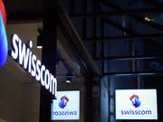 Zu viel bezahlt? Die Swisscom lässt abklären, inwieweit sie vom Unterengadiner Bauabsprachen-Skandal betroffen ist. (Bild: KEYSTONE/MELANIE DUCHENE)