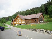 Die Familie Geiger bietet selbergemachte Produkte in ihrem Hoflädeli an. (Bild: Salome Bartolomeoli)