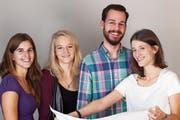 Die 26-jährige Toggenburgerin Alexandra Scherrer (rechts) und ihre Kollegen setzen sich mit Herzblut für Artiazza ein. (Bild: PD)