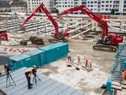 Die verstärkte Solidarhaftung wirkt präventiv gegen Lohndumping auf Schweizer Baustellen. Der Bundesrat will daran festhalten. (Bild: KEYSTONE/PATRICK HUERLIMANN)