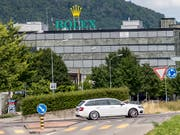 Rolex-Fabrik in Biel: Bei einer Grossevakuaktion mussten rund 400 Personen ein Gebäude des Uhrenherstellers verlassen. 25 wurden ins Spital gebracht. (Bild: KEYSTONE/THOMAS HODEL)