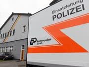 Die Stadtpolizei Zürich wird auch in Zukunft auf die Nennung von Nationalitäten in Polizeimeldungen verzichten. (Bild: Keystone/WALTER BIERI)