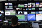 Das Schweizer Fernsehen überträgt zwar alle WM-Spiele in Echtzeit – trotzdem gibt es Unterschiede, je nachdem, ob man den Match via Internet oder Kabel schaut. Bild: Gaetan Bally/Keystone (Zürich, 17. Dezember 2017)