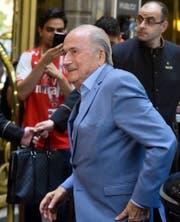 Sepp Blatter sagt, er sei einer Einladung Putins gefolgt. (Bild: Dmitry Serebryakov/AP Photo)