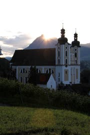 Die Pfarrkirche in Sarnen bei Sonnenaufgang. (Bild PD)