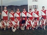 Die allererste Mannschaft des FC Buttisholz 1968, mit Gründungsmitglied und Goalie Kurt Frey vorne in der Mitte. (Bild: PD)