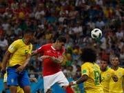 Alles mit rechten Dingen zugegangen: Steven Zuber verschafft sich Platz und erzielt gegen Brasilien das 1:1 (Bild: KEYSTONE/AP/DARKO VOJINOVIC)