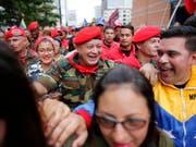 Der regierungstreue Funktionär Diosdado Cabello (Mitte) ist am Dienstag zum Vorsitzenden der Verfassungsgebenden Versammlung in Venezuela gewählt worden. (Bild: KEYSTONE/AP/ARIANA CUBILLOS)